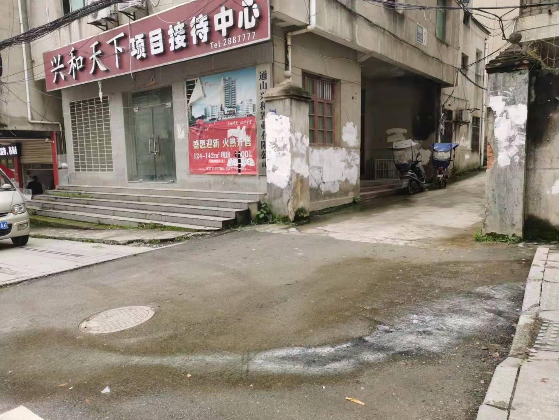 通山竹林路污水溢流,垃圾杂乱,臭气熏天